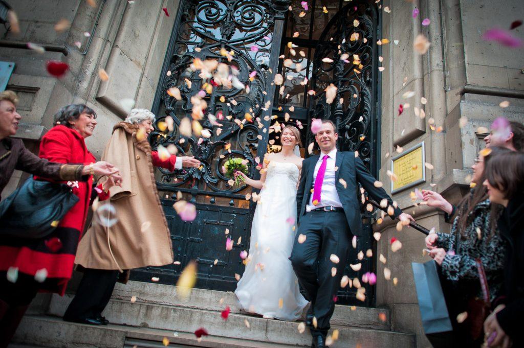 Sortie mairie pétales roses