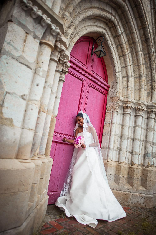 mariée porte église