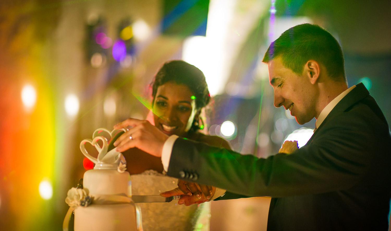 découpe gateau mariage