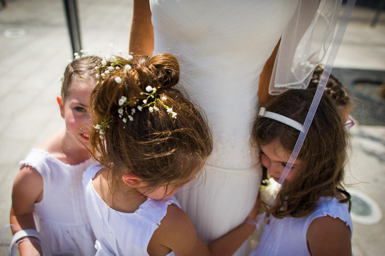 mariée et enfants d'honneur