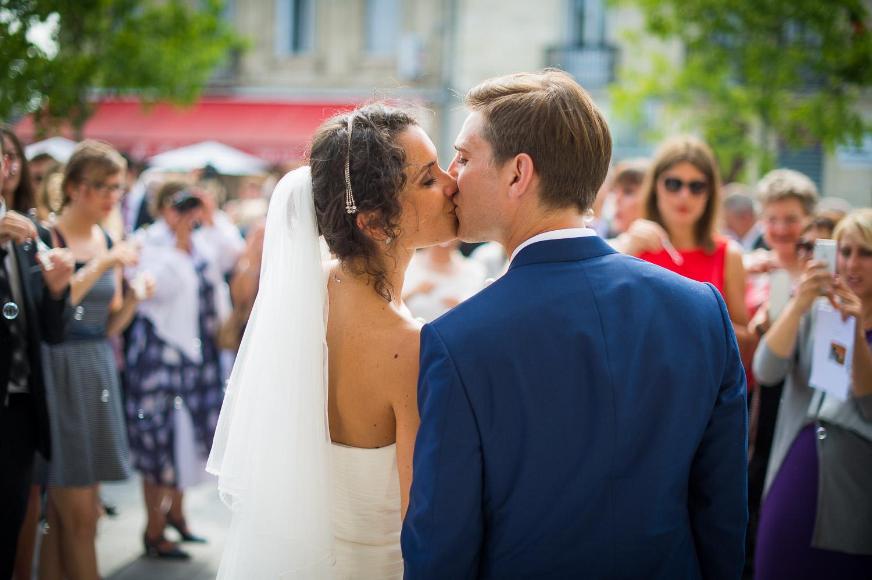 baiser sortie église