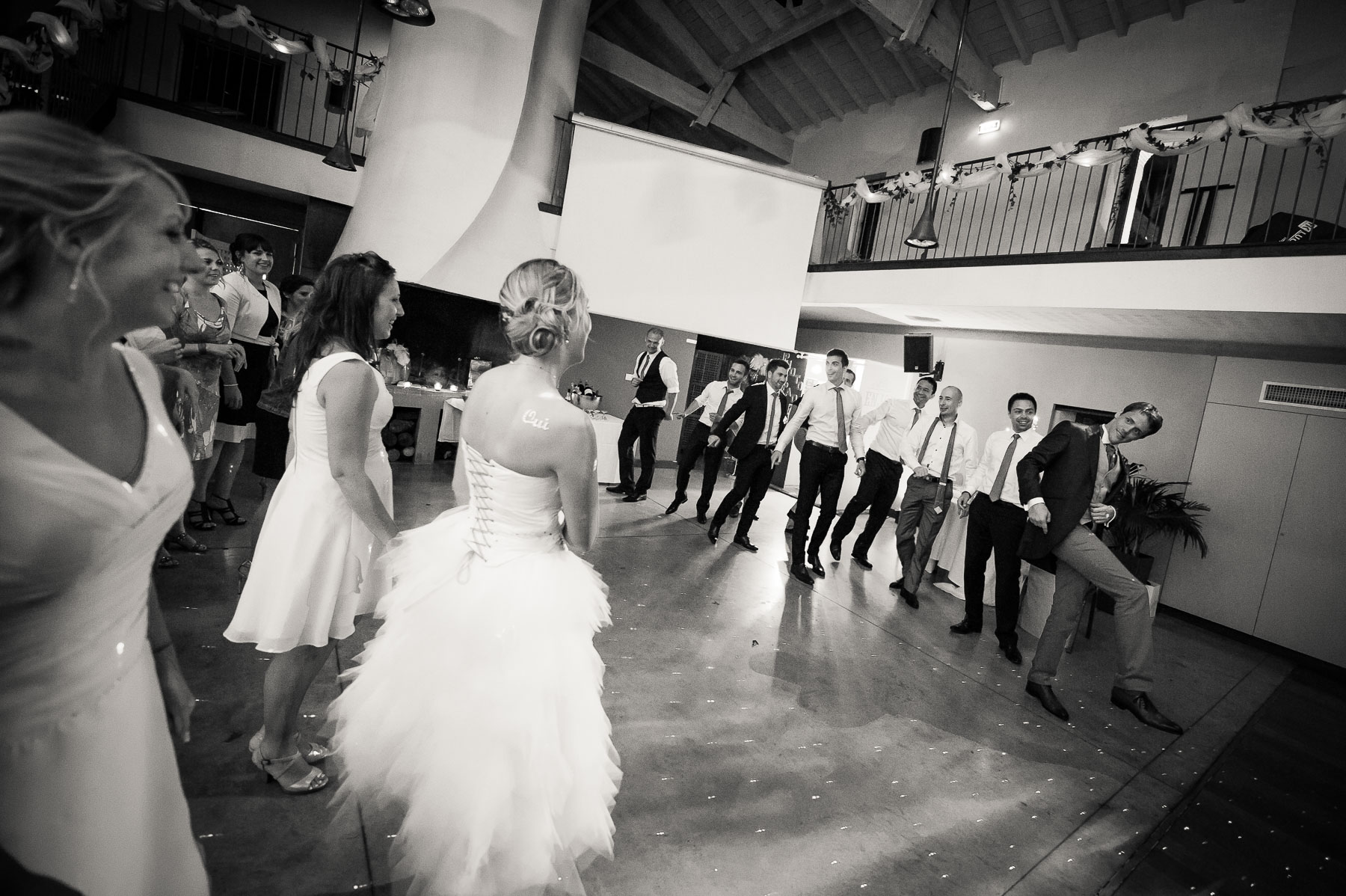 Hommes femmes danse