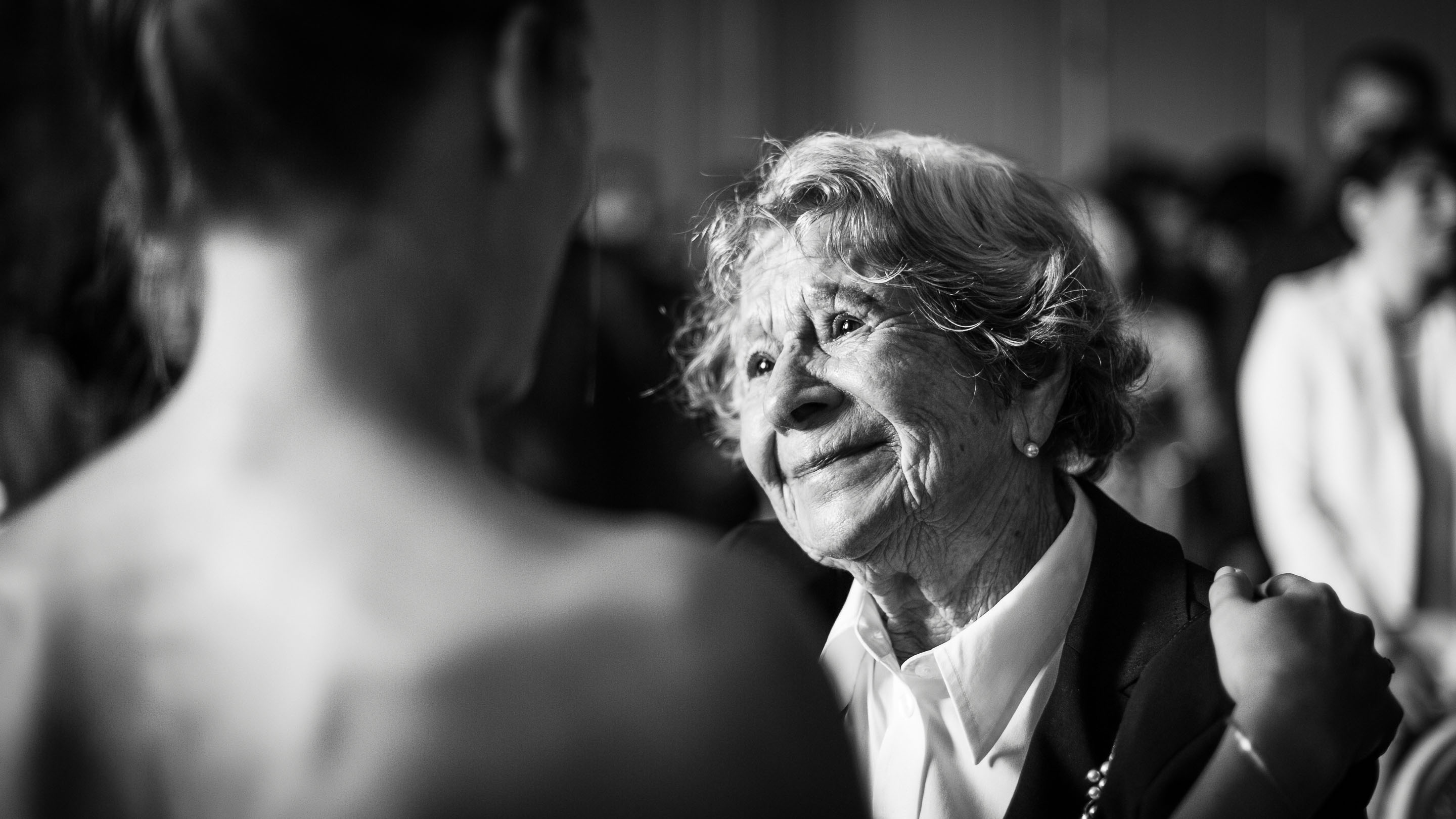 Emotion regard grand-mère